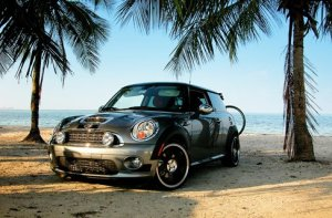 mini car on beach - copia